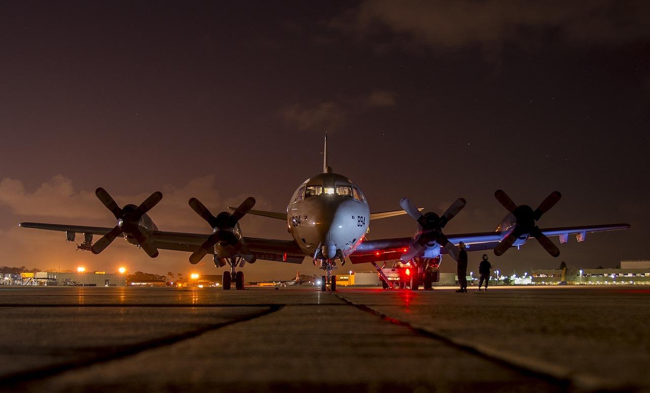 airplane, preflight, night